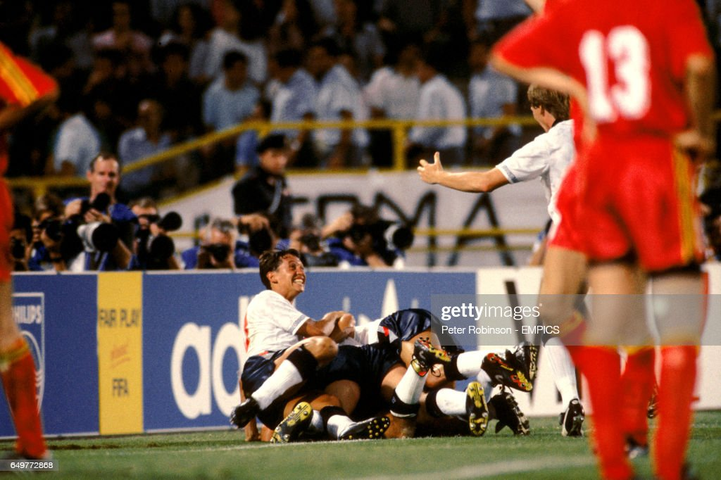 Soccer - FIFA World Cup Italia 90 - Second Round - England v Belgium - Stadio Renato Dall'Ara, Bologna : News Photo