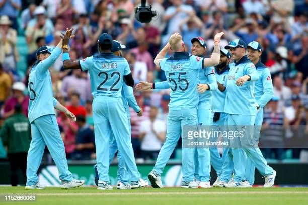 England celebrate victory after taking the final wicket of Imran Tahir of South Africa during the Group Stage match of the ICC Cricket World Cup 2019...