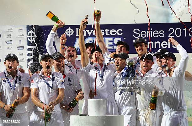 England celebrate winning the Ashes after Day Five of the 5th Investec Ashes Test between England and Australia at The Kia Oval in London UK Photo...