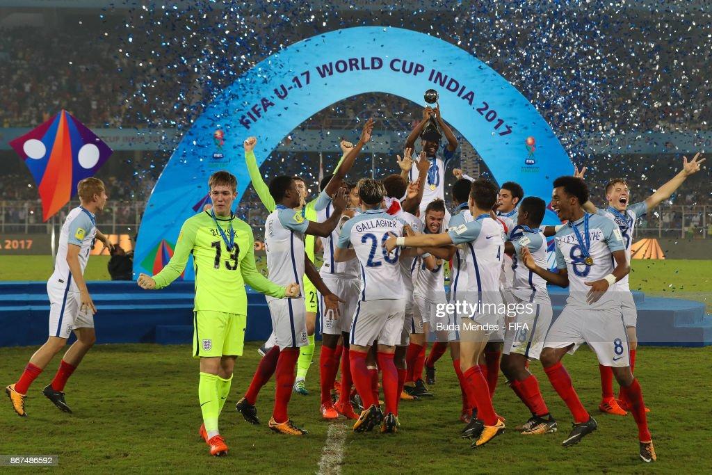 England celebrate winning the FIFA U-17 World Cup India 2017 Final match between England and Spain at Vivekananda Yuba Bharati Krirangan on October 28, 2017 in Kolkata, India.