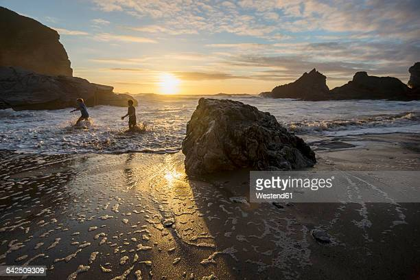 UK, England, Cornwall, Bedruthan Steps, two boys in the ocean