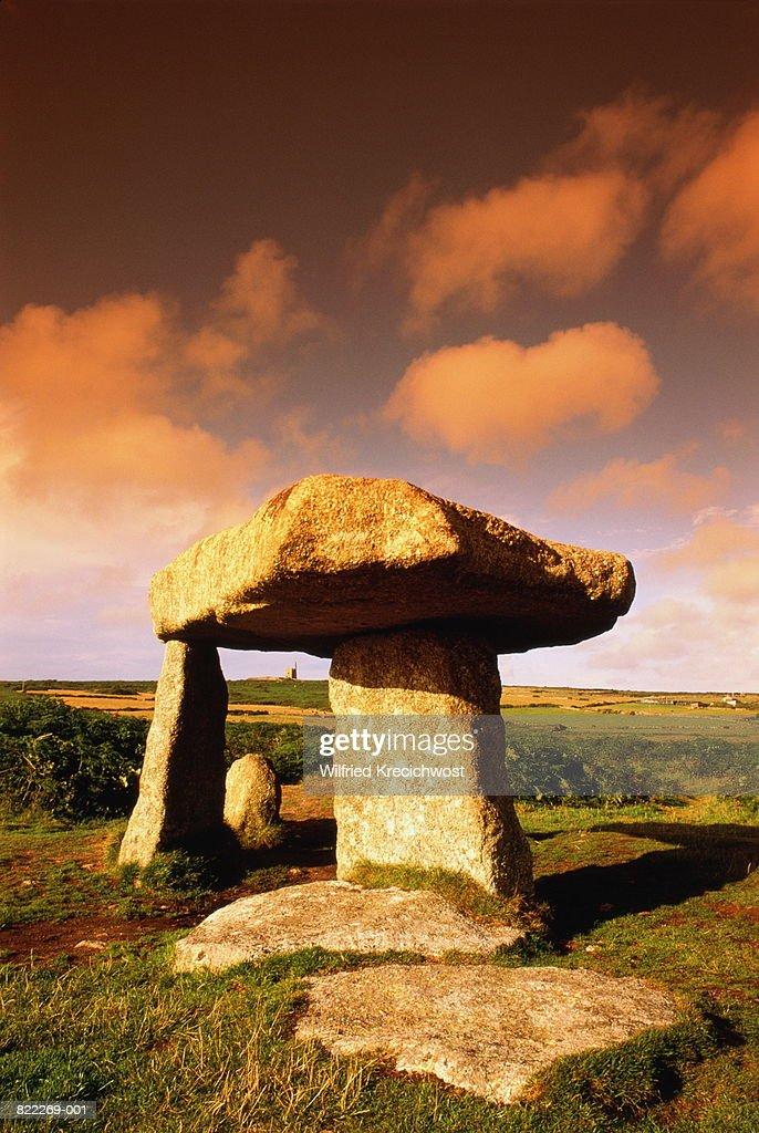 England, Cornwall, Land's End, Lanyon Quoit, prehistoric rock tomb : Stock Photo