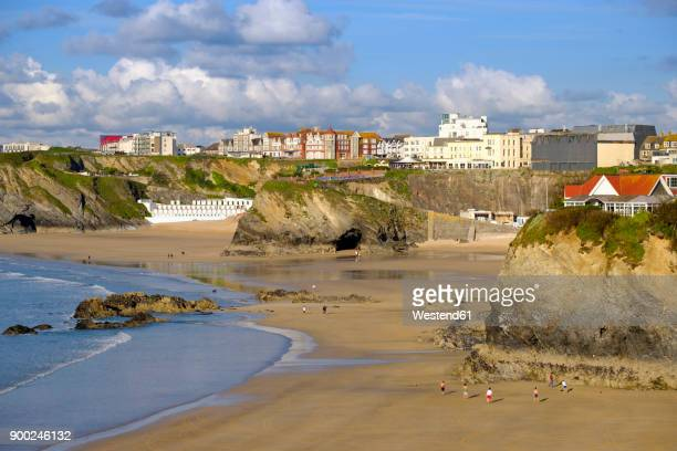 uk, england, cornwall, newquay, great western beach and towan beach - newquay stock pictures, royalty-free photos & images