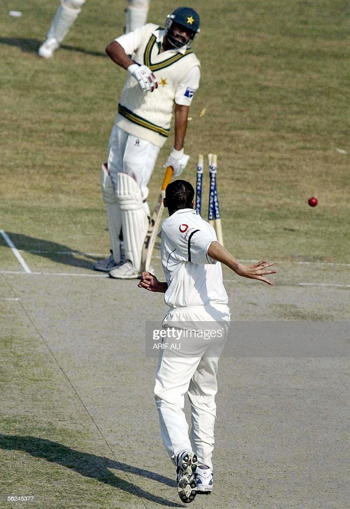 England cricketer Steve Harmison (C) successfully hits the wicket to run out Pakistani cricket captain Inzamam-ul-Haq during the second day of the second Test match between Pakistan and England at The Iqbal Cricket Stadium in Faisalabad, 21 November 2005. Haq was dismissed for 109 runs as Pakistan have scored 446 runs for the loss of 8 wickets at the lunch interval. AFP PHOTO/Arif ALI