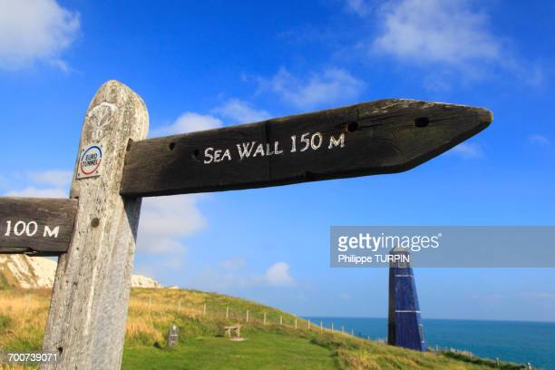 england, dover. natrual reserve of 30 hectare. samphire hoe is a new piece of england made from 4.9 million cubic metres of chalk marl dug to create the channel tunnel - dover england stock pictures, royalty-free photos & images