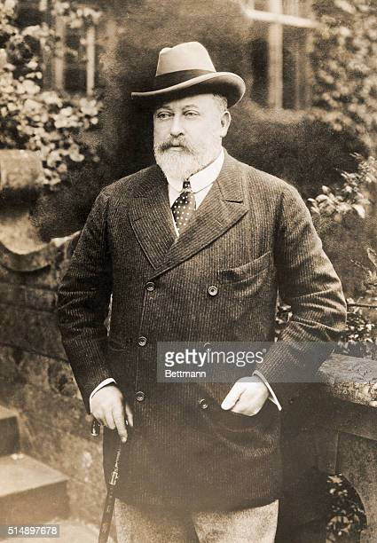 Edward VII , King of the United Kingdom , was born in London, and was the oldest son of Queen Victoria.