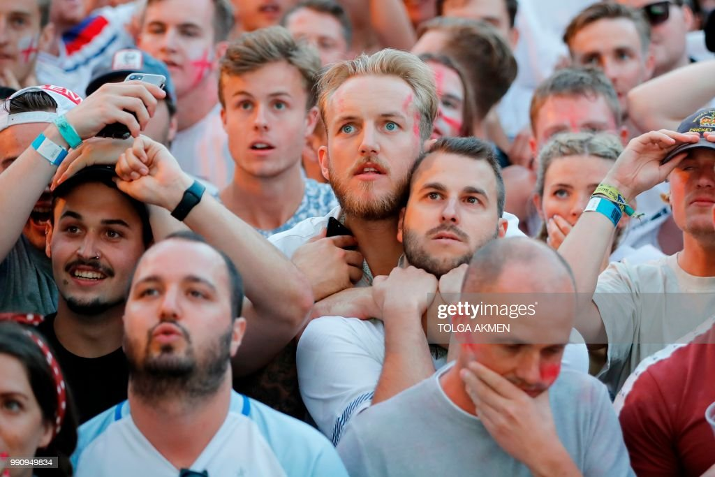 BRITAIN-FBL-WC-2018-COL-ENG-FANS : News Photo
