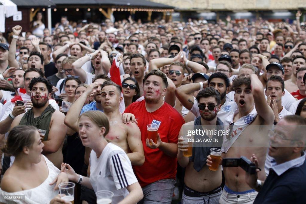 BRITAIN-FBL-WC-2018-SWE-ENG-FANS : News Photo