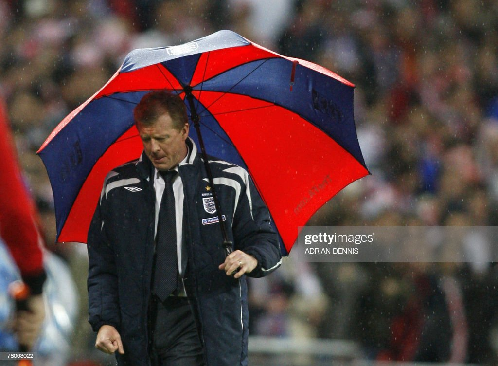 England football manager Steve McClaren watches his team lose 3-2 to Croatia in a Group E Euro 2008 Qualifying game at Wembley, in north London, 21 November 2007.
