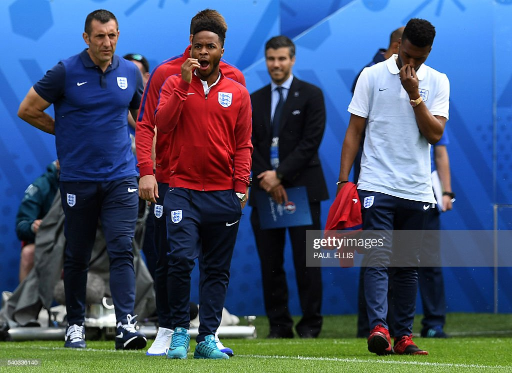 England forward Daniel Sturridge (R) and England midfielder Raheem Sterling stand on the pitch in Lens, France on June 15, 2016 during a pitch walkabout of the Euro 2016 football tournament. England prepares to face Wales on June 16, 2016. / AFP / PAUL