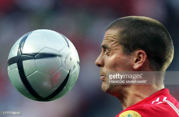 England forward Michael Owen watches the ball 21 June 2004 during their European Nations football championships match against Croatia at the Estadio...