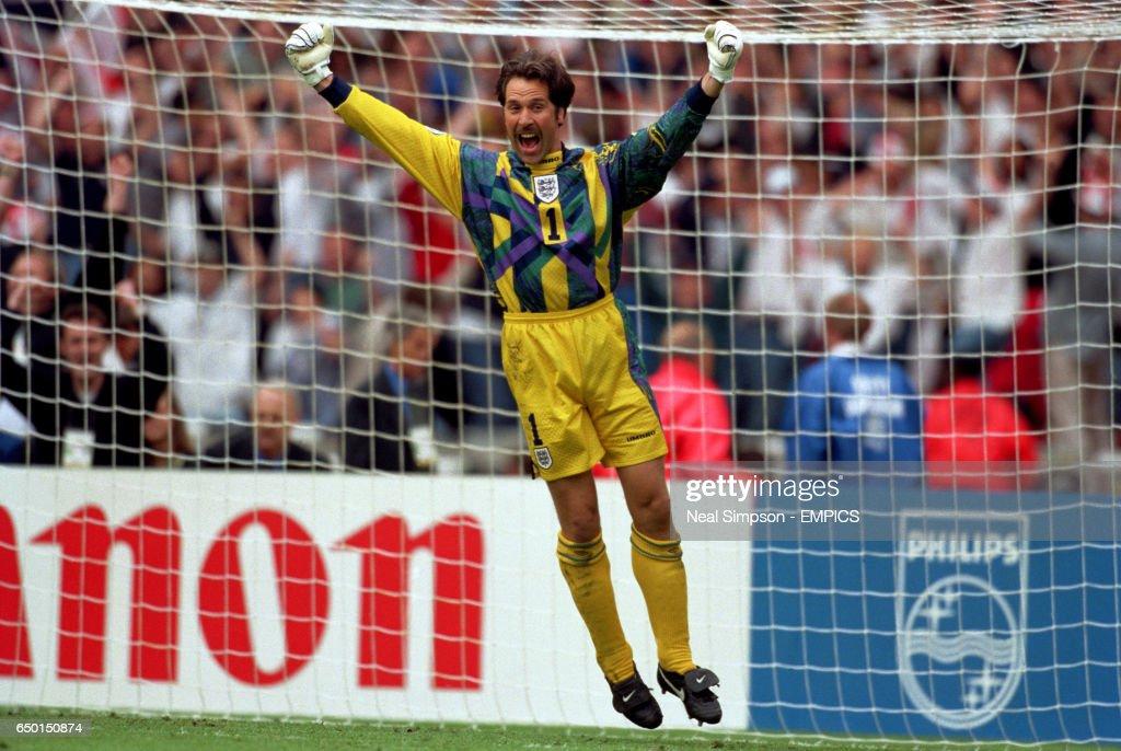 Soccer - Euro 96 - Quarter Final - England v Spain : News Photo