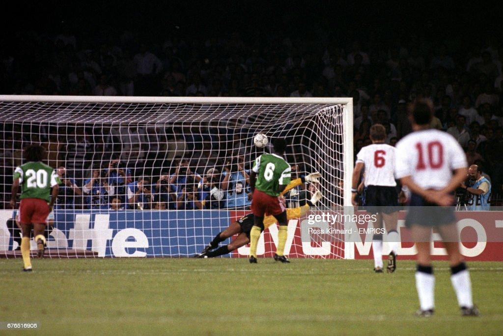 Soccer - FIFA World Cup Italia 1990 - Quarter Final - England v Cameroon - Stadio San Paolo : News Photo