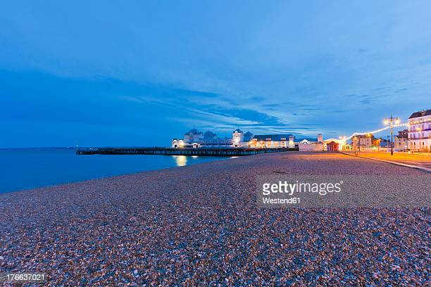 england, hampshire, portsmouth, view of beach at south parade pier - southsea stock pictures, royalty-free photos & images