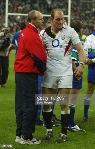 England head coach Sir Clive Woodward shakes hands with England captain Lawrence Dallaglio after the RBS Six Nations match between France and England...