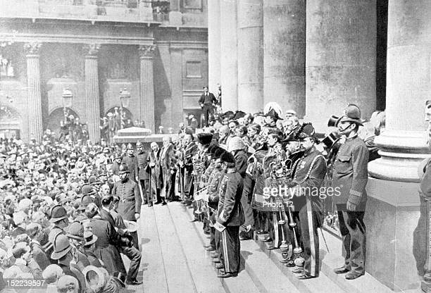 England In London on the steps of the Royal Exchange proclamation of King Edward VII setting the date for the coronation
