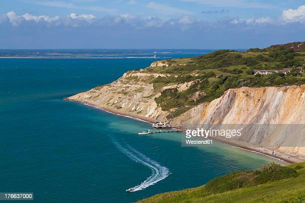 England, Isle of Wight, View of Alum Bay and chalk cliff at The Needles