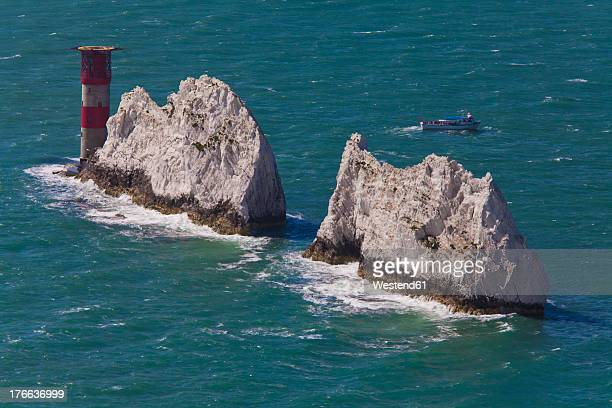 england, isle of wight, view of chalk cliffs at the needles - isle of wight stock pictures, royalty-free photos & images