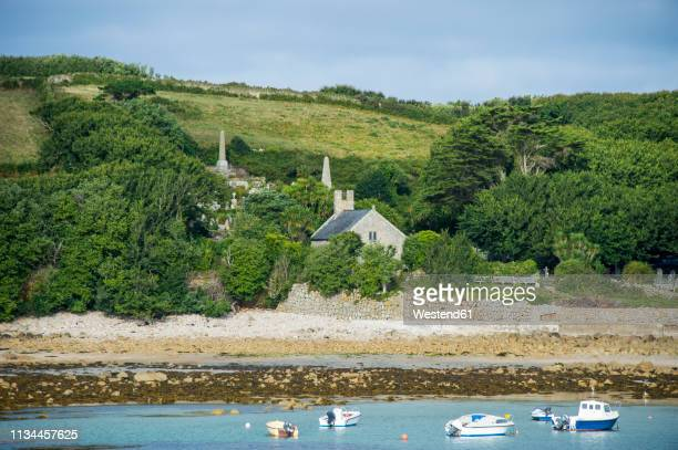 uk, england, isles of scilly, little church on the rocky coastline on st mary's - isles of scilly stock pictures, royalty-free photos & images