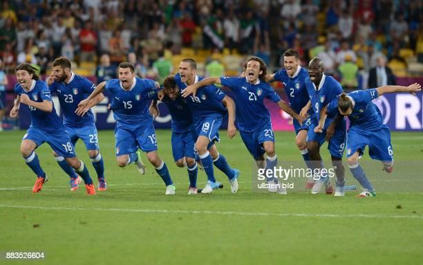 FUSSBALL EUROPAMEISTERSCHAFT England Italien Italienischer Jubel nach dem Elfmeterschiessen Andrea Barzagli Claudio Marchisio Leonardo Bonucci Andrea...
