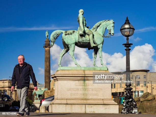 england, liverpool, lime st., prince albert statue - chelsea liverpool stock pictures, royalty-free photos & images