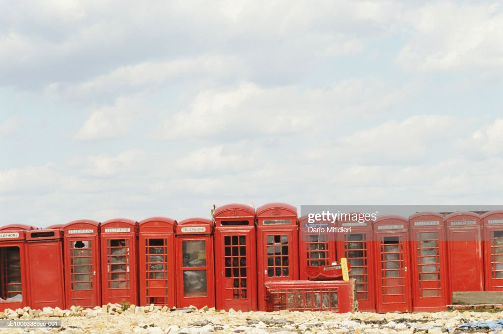 England, London, abandoned telephone booths : Nyhetsfoto