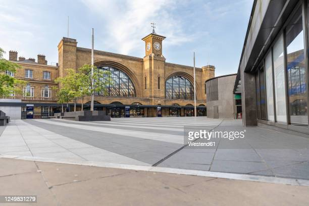 uk, england, london, empty square in front of london kings cross station during covid-19 pandemic - public building stock pictures, royalty-free photos & images