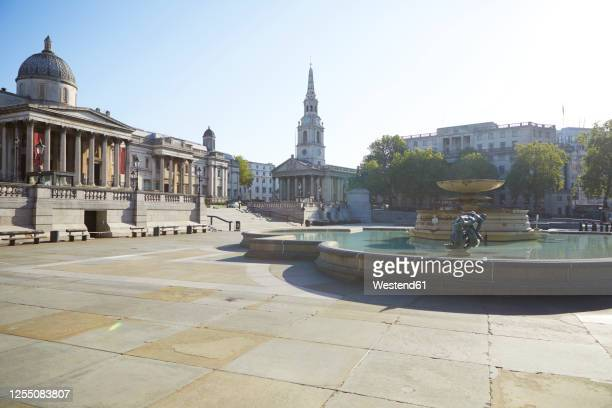 uk, england, london, fountain at empty trafalgar square - trafalgar square stock pictures, royalty-free photos & images