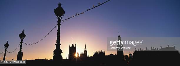 england, london, houses of parliment, dusk - ロンドン サウスバンク ストックフォトと画像