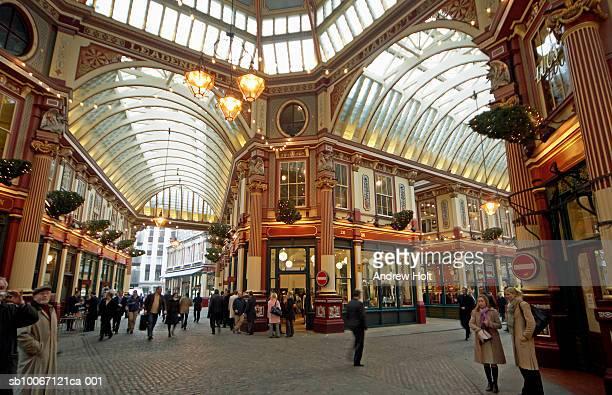 england, london, interior of leadenhall market - レドンホールマーケット ストックフォトと画像