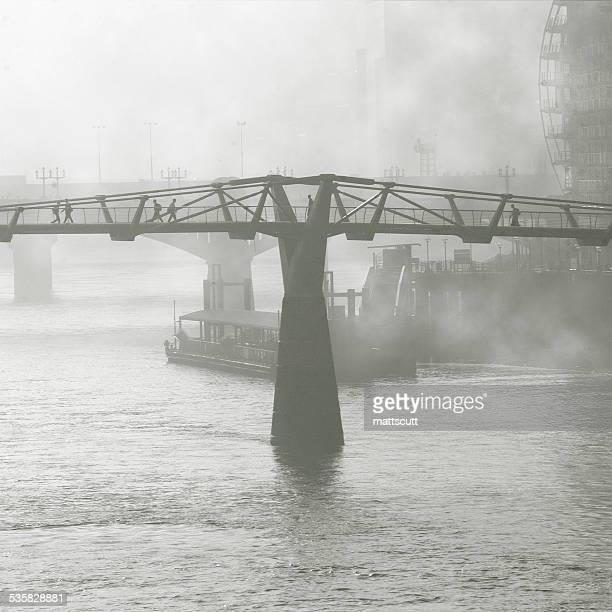 uk, england, london, millennium bridge in fog - mattscutt stock pictures, royalty-free photos & images