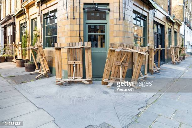 uk, england, london, overturned tables outside closed pub during covid-19 pandemic - pub stock pictures, royalty-free photos & images