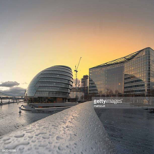 uk, england, london, view of city hall at sunset - mattscutt stock pictures, royalty-free photos & images