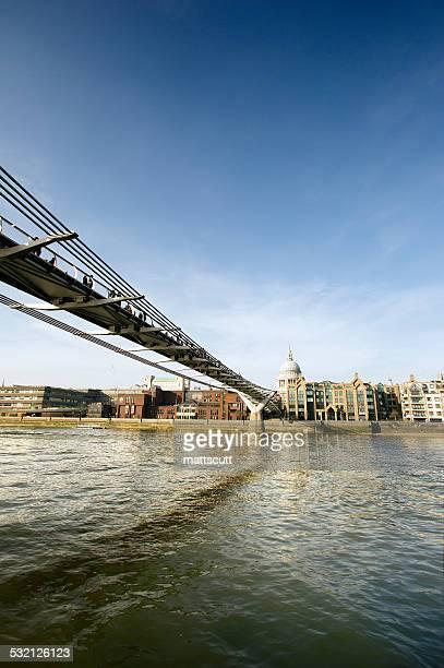 uk, england, london, view of millennium bridge - mattscutt stock pictures, royalty-free photos & images