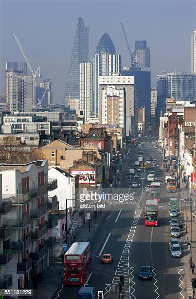 England London White Chapel Blick auf Wolkenkratzer des Finanzbezirks der City of London links das sog WalkieTalkie mit gekrümmter Glasfassade...