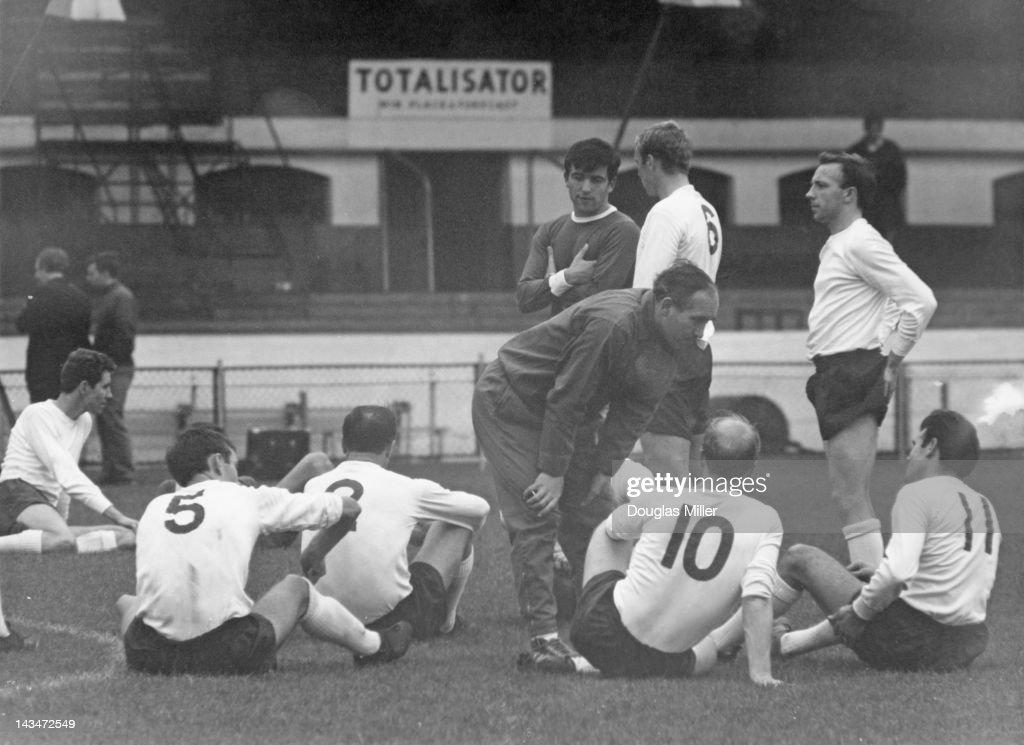 Ramsey At England Practice : News Photo