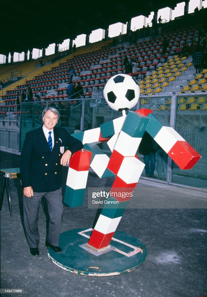 England manager Bobby Robson (1933 - 2009) with 'Ciao', the mascot of the 1990 FIFA World Cup, Italy, 1990.