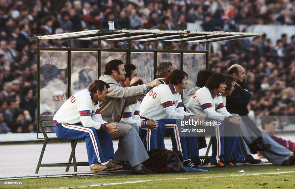 England manager Don Revie (2nd left) makes a point as substitutes Mick Doyle (c) and Stuart Pearson (3rd r) look on during an England international match circa 1976.