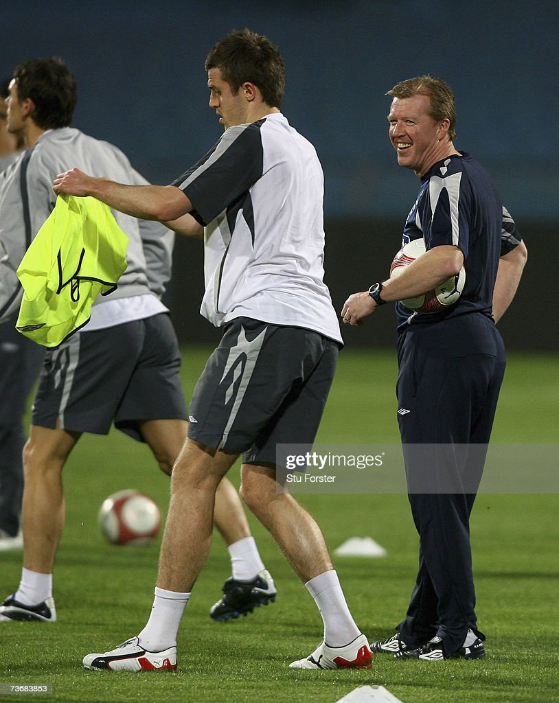 England manager Steve McClaren shares a joke with Michael Carrick during England training at The Ramat Gan Stadium ahead of tomorrows Euro 2008 Qualifier against Israel on March 23, 2007 in Tel Aviv, Israel.