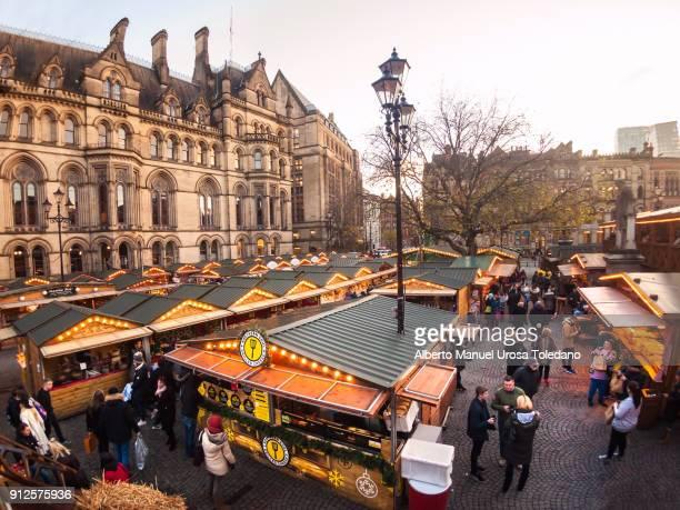 england, manchester, christmas market - manchester england fotografías e imágenes de stock