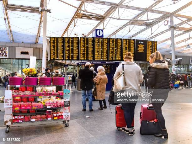 England, Manchester, Piccadilly station, COMMUTERS