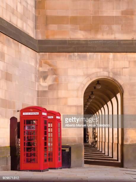 england, manchester, red phonebox - manchester reino unido fotografías e imágenes de stock
