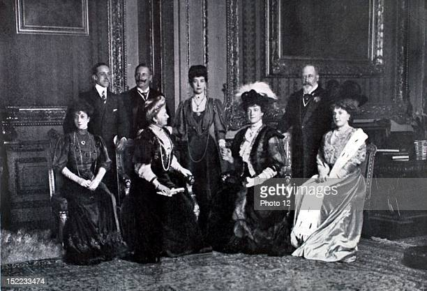 England Meeting of eight monarchs in the 'Red Room' of Windsor Alfonso XIII Wilhelm II Edward VII Queen Maus of Norway empress Augusta of Germany...