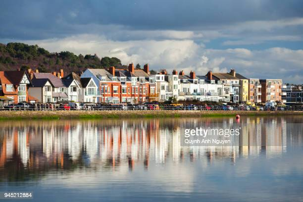 uk, england, merseyside, wirral: housing at west kirby marine lake - liverpool england - fotografias e filmes do acervo