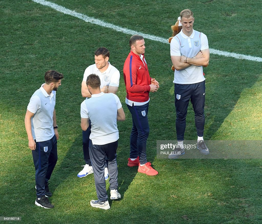 England midfielder Adam Lallana, (L) England forward Jamie Vardy, England midfielder James Milner, England forward Wayne Rooney and England goalkeeper Joe Hart stand in the stadium in Nice, on June 26, 2016 during the Euro 2016 football tournament. / AFP / PAUL