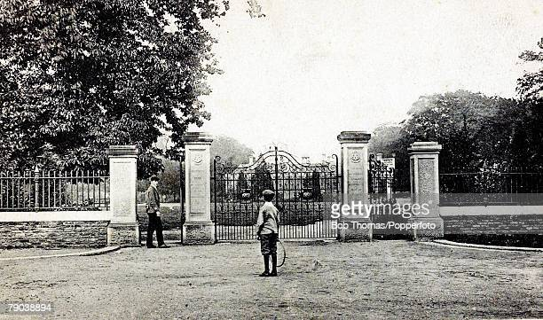 England Northamptonshire Postcards A picture of Abington Park Gates in Northampton Circa 1900