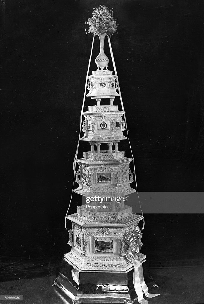 England, October, 1947, The wedding cake made at Huntley and Palmers Factory in Reading, Berks, for the wedding of Princess Elizabeth (later Queen Elizabeth II) to Phillip Mountbatten, Duke of Edinburgh : News Photo