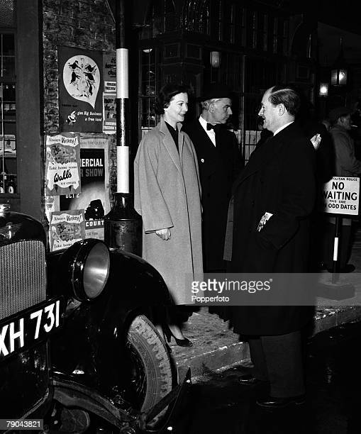 England On the set of the film The Deep Blue Sea starring LR Vivien Leigh Emlyn Williams and Jock McGregor