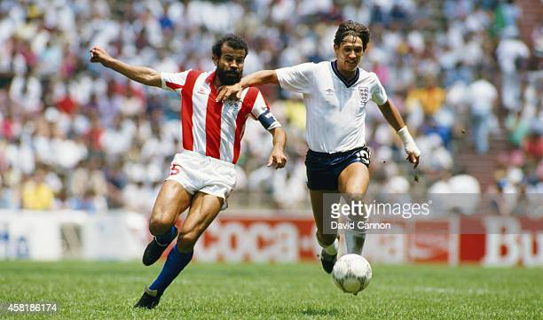 England player Gary Lineker battles for possesion with Paraguay captain Rogelio Wilfredo Delgado during the FIFA 1986 World Cup Finals 2nd round...