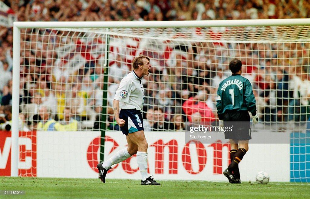 1996 UEFA European Championships Quarter Final England v Spain : Fotografía de noticias